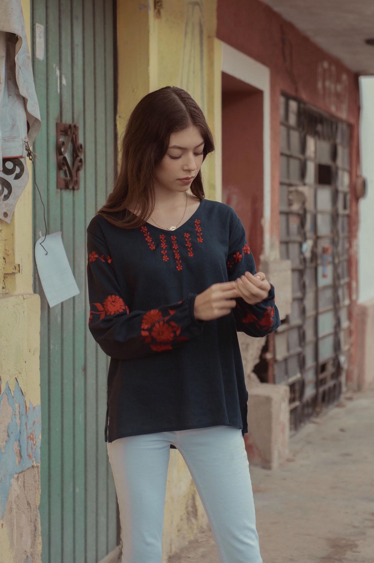 Maria Azul Marino Con Rojo